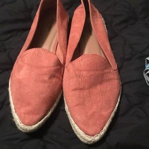 Old navy pointed toe shoe.